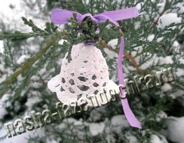 сувенир на Новый год и Рождество - колокольчик, вязанный крючком
