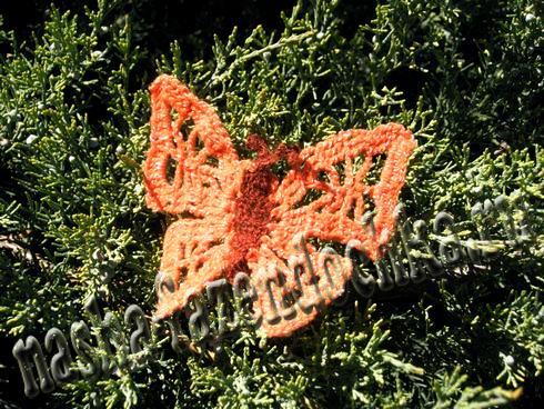 Красивая вязаная бабочка