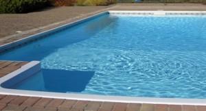 Ухаживаем за бассейном на даче