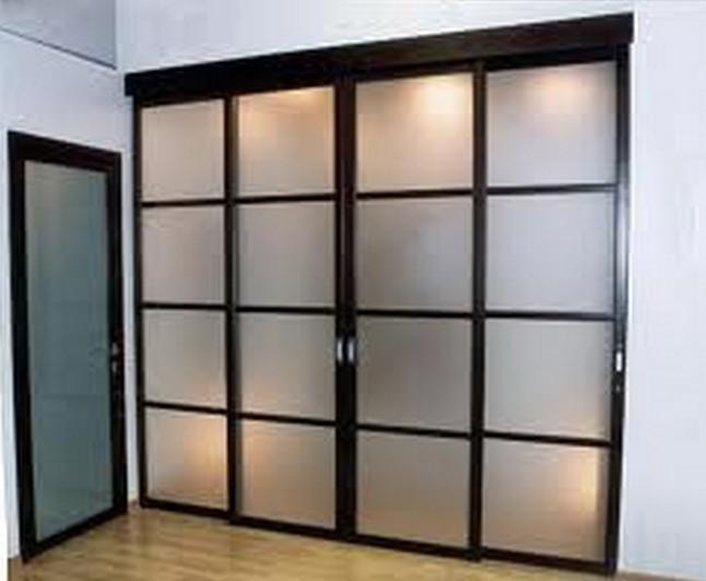 Стеклянные раздвижные двери и перегородки в квартире